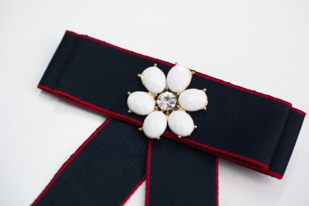 BROSZKA BOW WHITE FLOWER